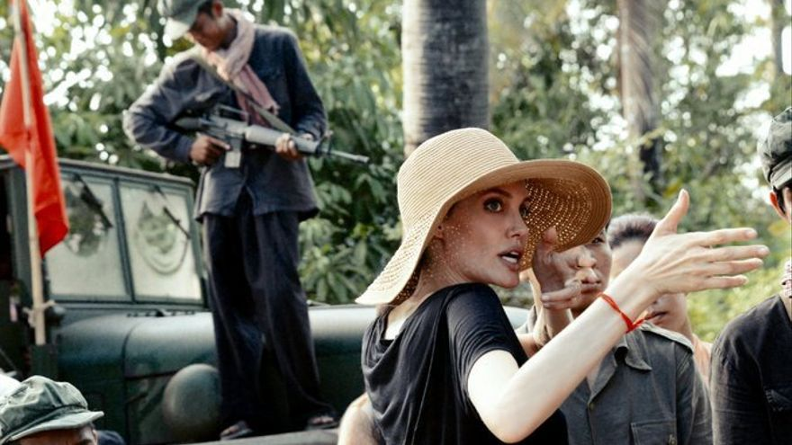 Angelina Jolie durante el rodaje de 'Se lo llevaron', en Camboya