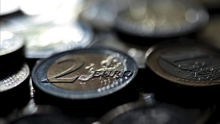 El euro cae hasta los 1,1029 dólares