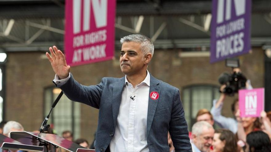 """Los alcaldes de París y Londres acuerdan estrechar la cooperación tras el """"brexit"""""""
