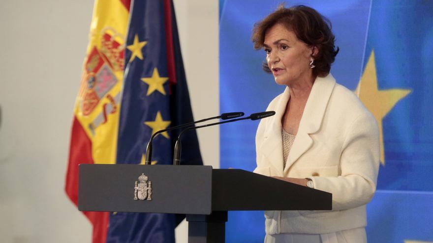 Calvo avisa de que si Madrid no puede contener la pandemia, lo hará el Gobierno