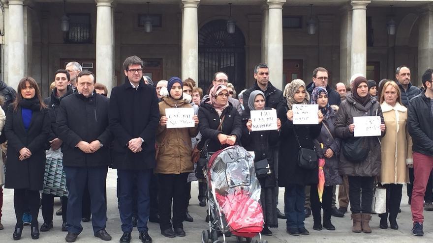 Decenas de musulmanes condenan en Vitoria los atentados de Bruselas y piden que no se actúe en su nombre