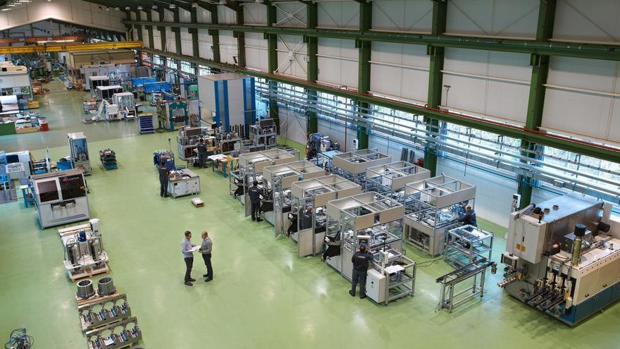 Lazpiur entrega a Lear Marruecos una línea de producción para fabricar cajas de fusibles para Mercedes