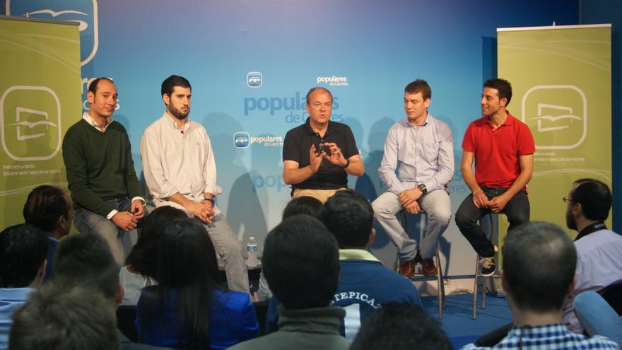 """Monago (PP) transmite a los jóvenes de NNGG que """"a la política no hay alternativa, ya que no cabe la no política"""""""