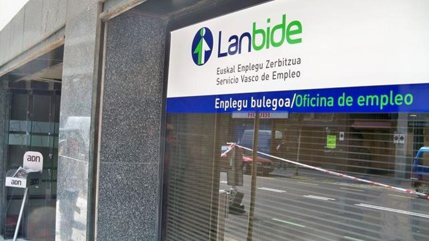El Servicio Vasco de Empleo-Lanbide es que el que gestiona la Renta de Garantía de Ingresos.