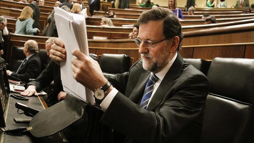 Rajoy dice que su política de empleo es la mejor y rechaza los disparates de PSOE