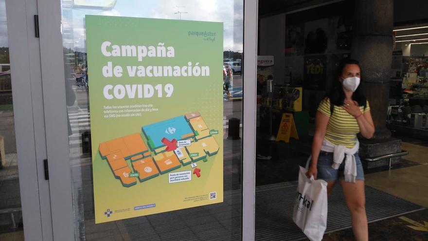 Campaña de vacunación contra la COVID-19 en Asturias, en las instalaciones del centro comercial ParqueAstur