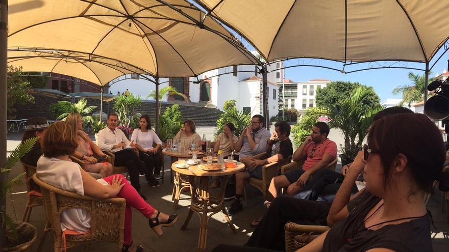 En la imagen, encuentro 'Café+Cine' en la Plaza de Santo Domingo.