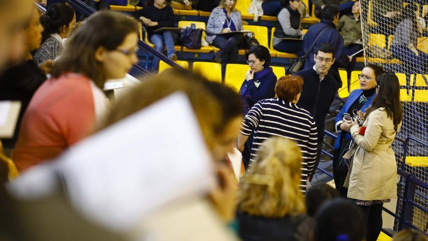 El concejal de Recursos Humanos, Mario Regidor, en la prueba teórica celebrada en el Centro Insular de Deportes