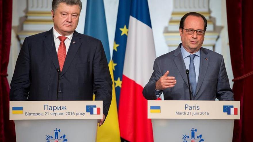 Hollande garantiza a Poroshenko el mantenimiento de las sanciones a Rusia
