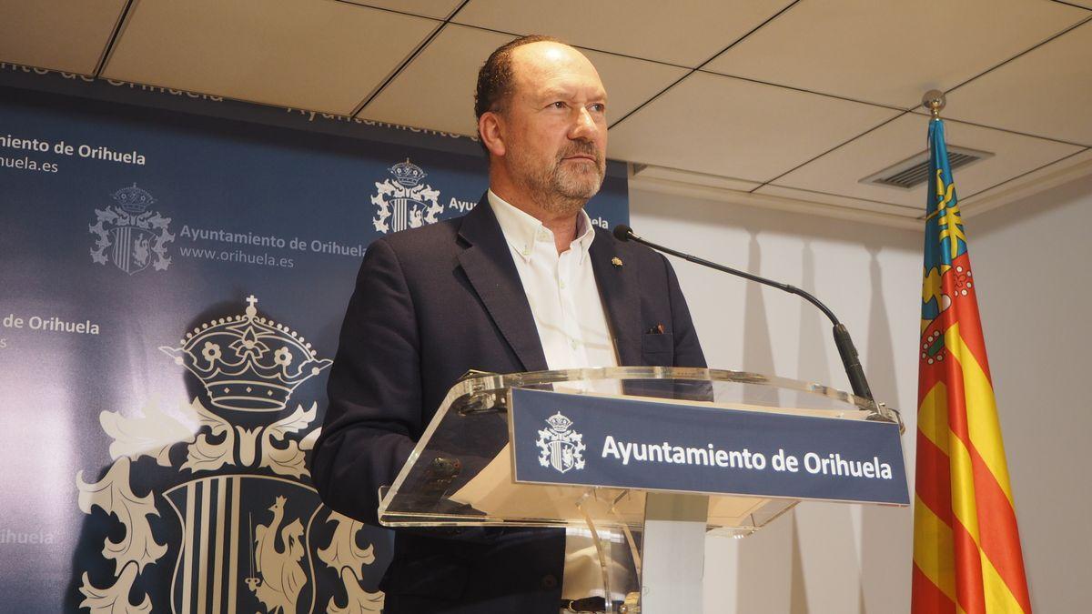 El alcalde de Orihuela, el popular Emilio Bascuñana.