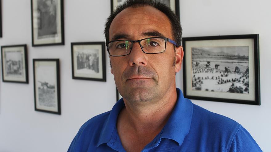 El alcalde de Isla Mayor, Juan Molero (PSOE).   JUAN MIGUEL BAQUERO