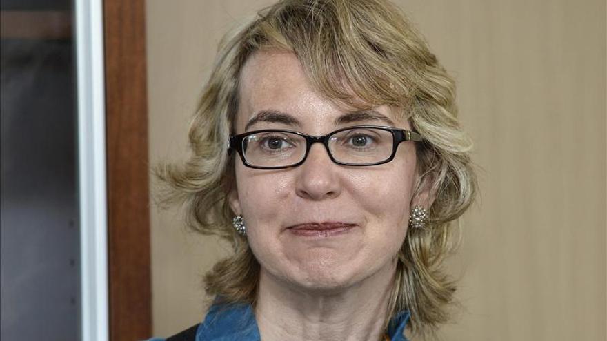 """Giffords pide al Congreso coraje y que actúe """"ahora"""" contra la violencia armada"""
