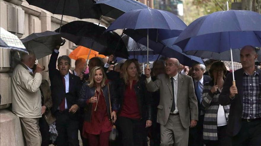 Ortega acude a declarar arropada por el Govern casi en pleno y Junts pel Sí