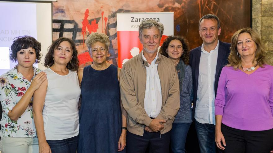 Santisteve (centro), junto a concejales y representantes de Clásicas y Modernas.
