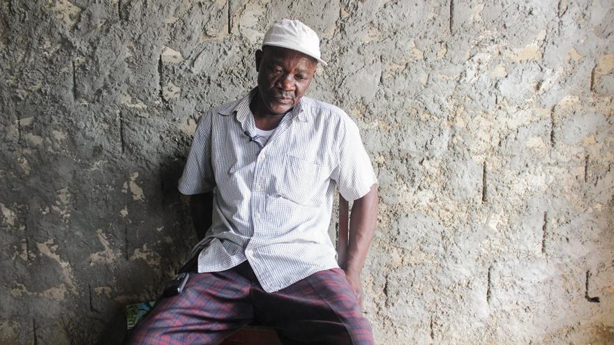 El padre de Souop Tagne Armand Ferdinand, víctima del Tarajal.   Imagen cedida por Caminando Fronteras.