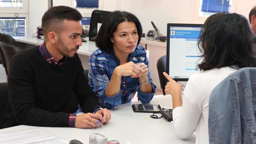 El portavoz del PP en Mogán Francisco Maicol, y la portavoz de Nueva Canarias, Isabel Santiago