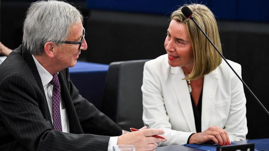 Bruselas propone abrir negociaciones de adhesión con Albania y Macedonia