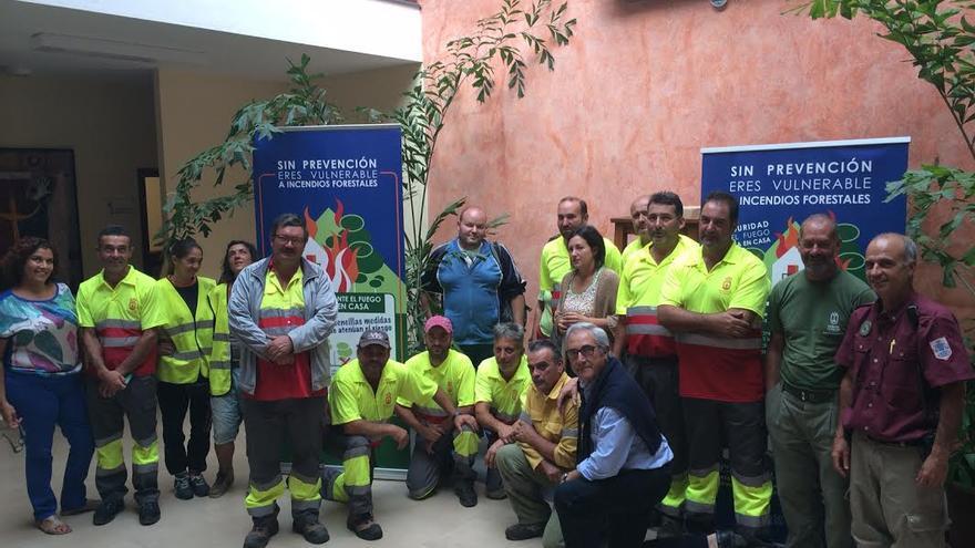 En la imagen, participantes en la reunión celebrada en Tijarafe para prevenir incendios forestales.