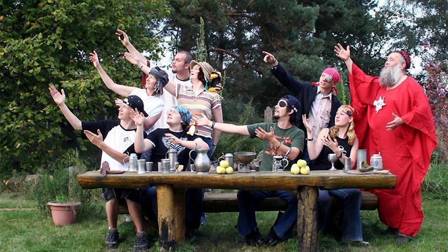 El hermano Spaghettus lidera en Alemania la primera parroquia pastafari