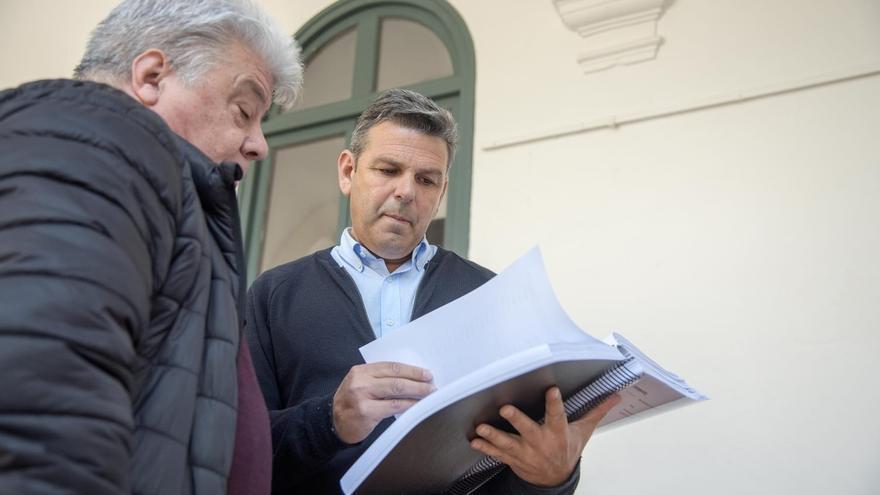 Entregan 10.000 firmas y una queja al Defensor por dedicar la avenida del Flamenco a un franquista