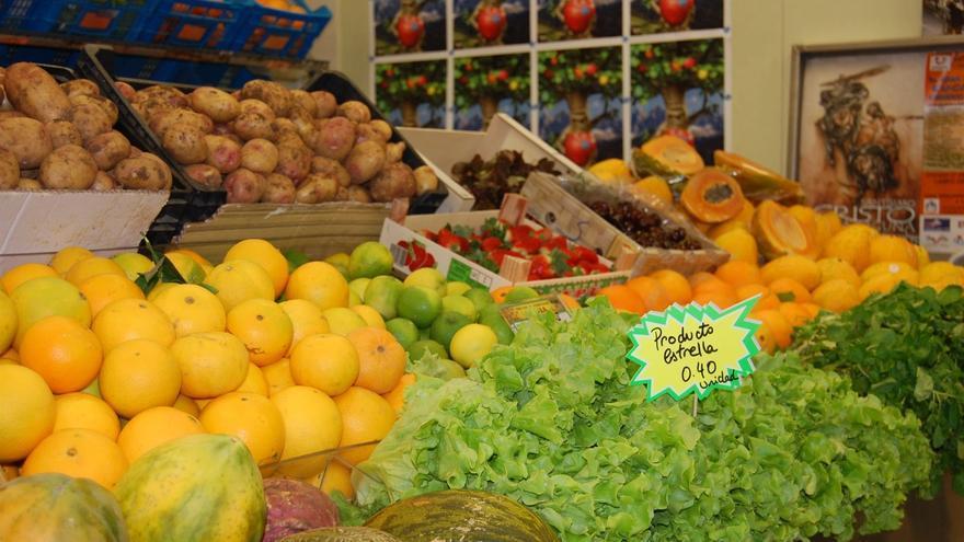 El diferencial entre lo que pagan los consumidores canarios por los productos agrarios frescos y lo que reciben agricultores y ganaderos por estos mismos productos se multiplicó por 2,45 en noviembre.