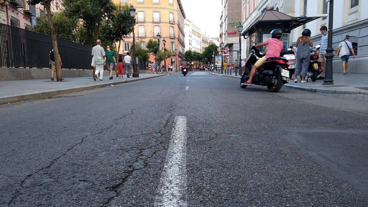 Tráfico motorizado por el tramo de la calle Fuencarral que será peatonalizado
