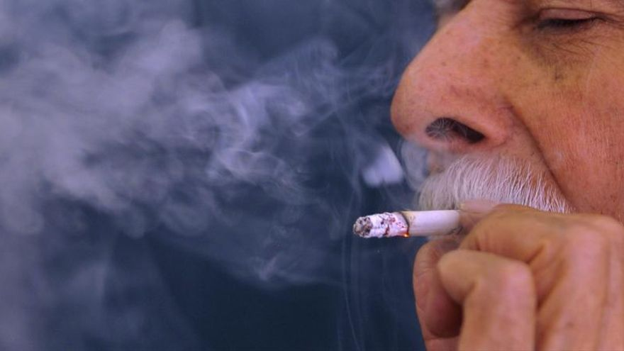 La autoridad sanitaria de EEUU amplía la lista de enfermedades vinculadas al tabaco