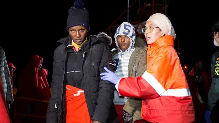 Rescatan dos pateras con 18 inmigrantes en aguas del Estrecho de Gibraltar