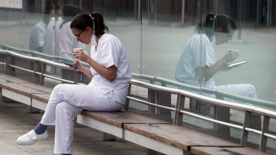 La Caixa habilita un servicio de atención psicológica para el personal sanitario