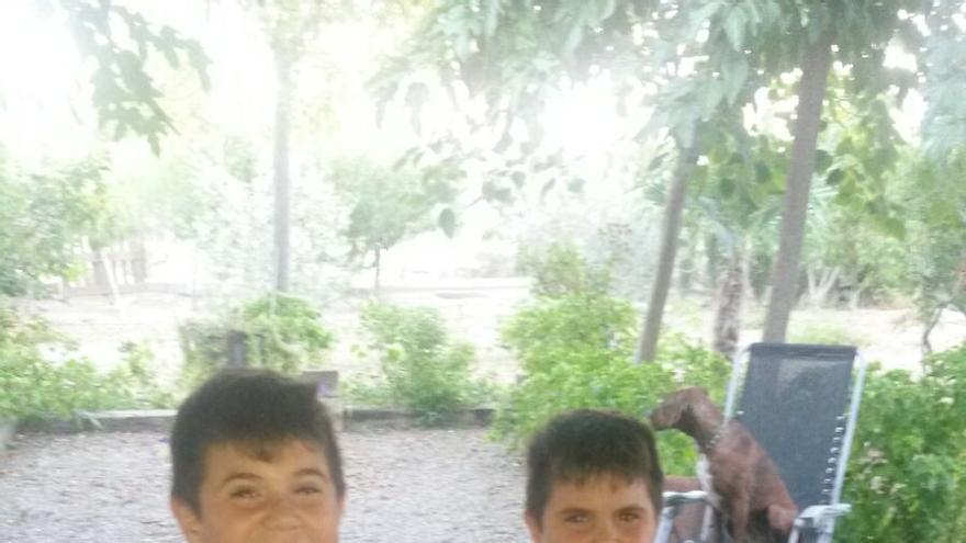 A Carlos y Mario les diagnosticaron la enfermedad con siete años.