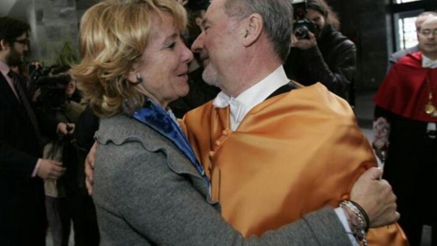 Esperanza Aguirre felicitando a Rodrigo Rato por su 'honoris causa' de la Universidad Rey Juan Carlos.