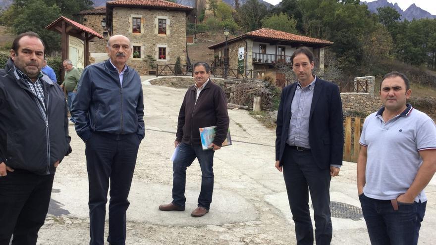 Mazón visita Mogrovejo tras su designación como Pueblo de Cantabria 2017