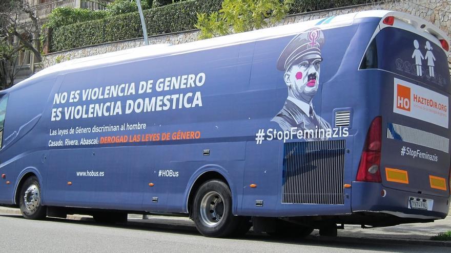 El bus de HazteOir, en Barcelona