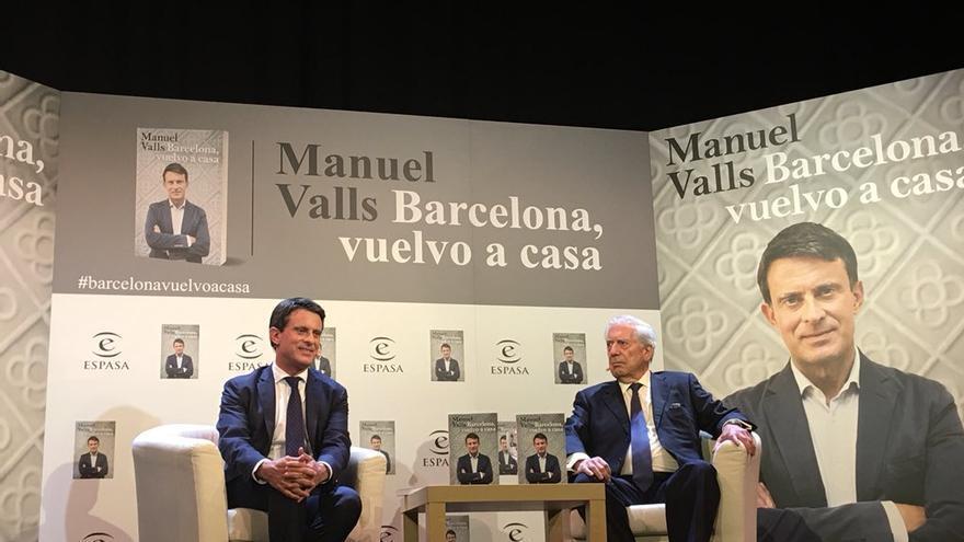Manuel Valls y Mario Vargas Llosa, en la presentación del libro del primero