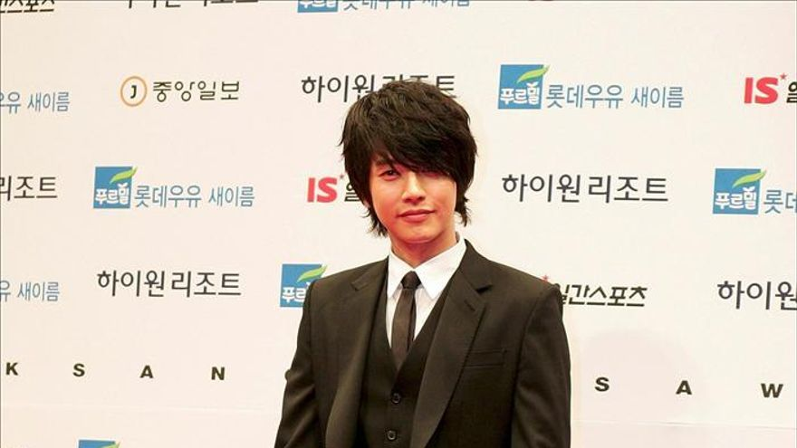 Un famoso actor surcoreano pone a sus ciberacosadores a repartir carbón