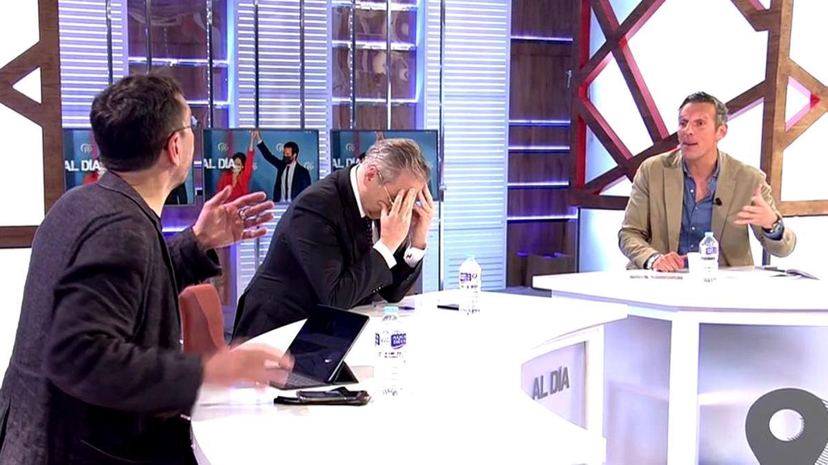 Juan Carlos Monedero y Joaquín Prat, discutiendo en 'Cuatro al día'