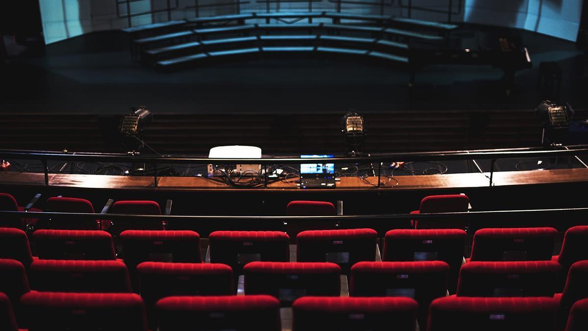 Un escenario teatral.