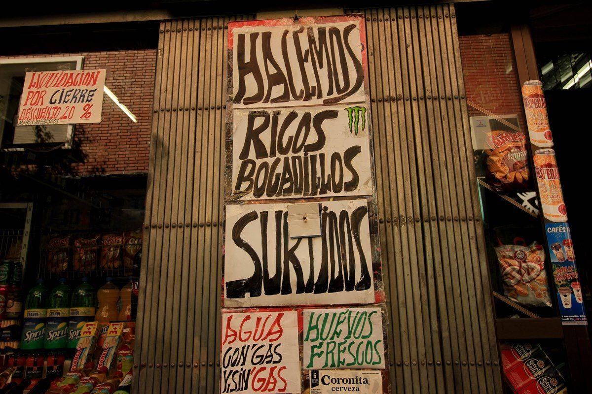 Cartel anunciador de los famosos bocadillos de Relloso | R.A.