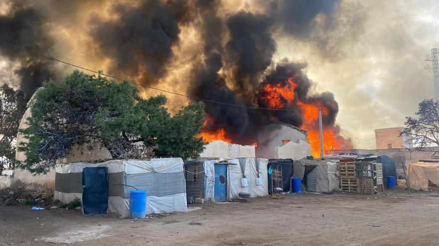 """Jornaleros en chabolas de Almería: un incendio en Níjar vuelve a mostrar la """"realidad vergonzosa"""" en la huerta de Europa"""