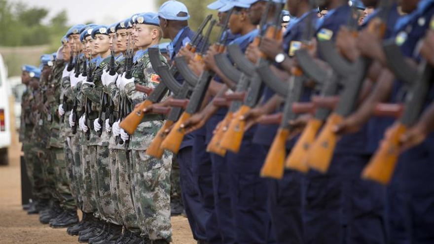 Tres cascos azules y un soldado maliense muertos en un ataque en un centro de Mali