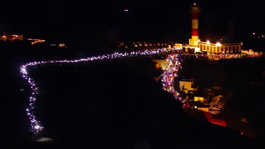 En la imagen, este sábado 10 de mayor, inicio espectacacular de la Transvulcania 2012 en el Faro de Fuencaliente.