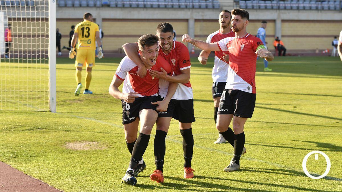 Los jugadores del Córdoba celebran un gol como visitantes.