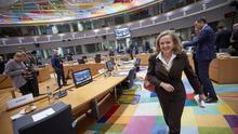 Calviño se asegura el apoyo de Merkel y Macron para presidir el Eurogrupo