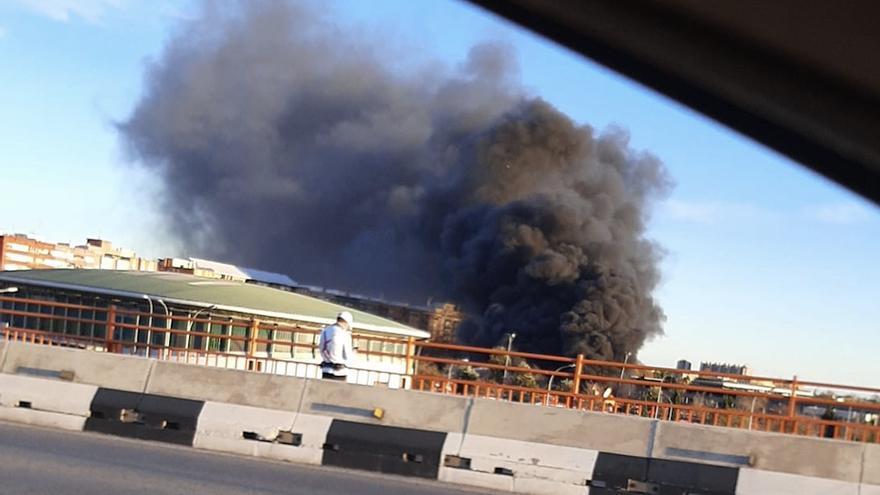 Declarado un incendio en las cocheras de la EMT de València que ha quemado tres autobuses