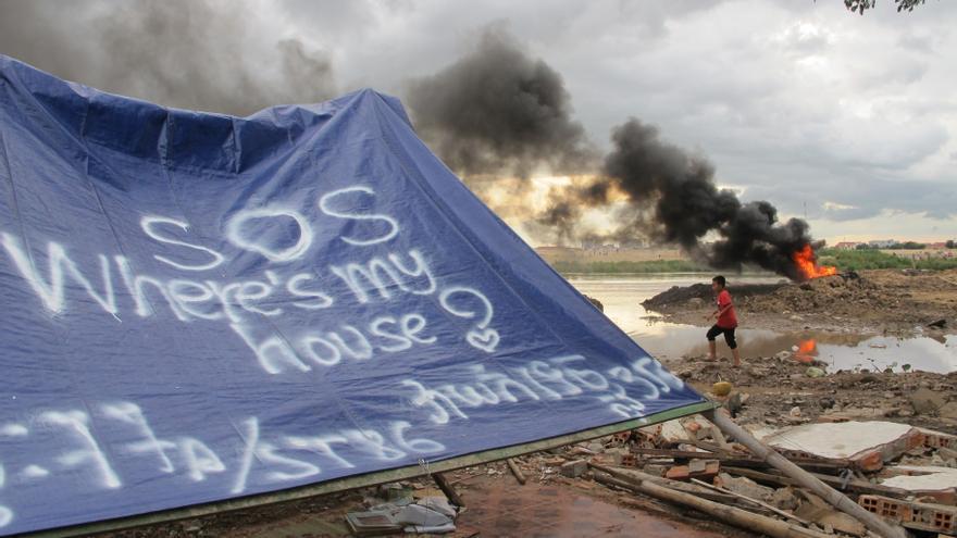 Una imagen de la comunidad del Lago Boeung Kak, al este de Camboya, tras sufrir la demolición de algunas casas y el desalojo forzoso de sus habitantes en septiembre de 2011 © Nora Lindström