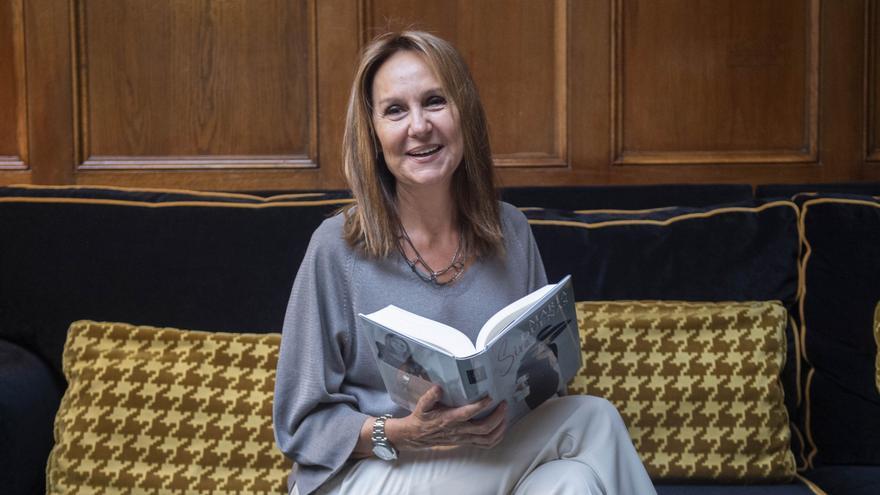 Archivo - La escritora María Dueñas, durante una entrevista para Europa Press, a 13 de abril de 2021, en Madrid (España).