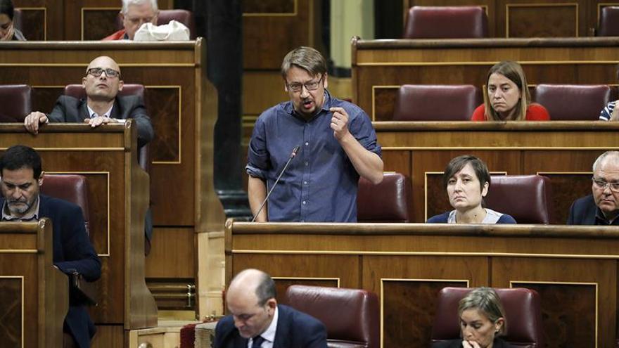 Unidos Podemos se concentra en el Congreso contra las detenciones en Cataluña