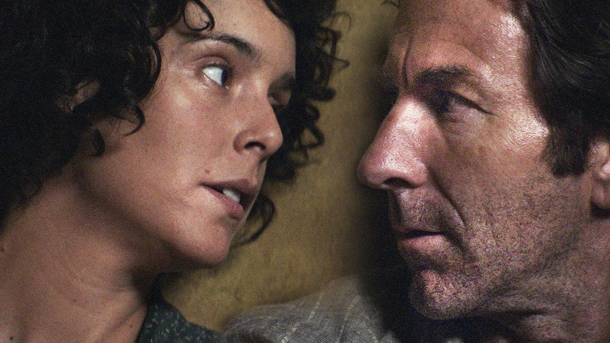 Fotograma de la película 'La trinchera infinita'  protagonizada por Belén Cuesta y Antonio de la Torre.