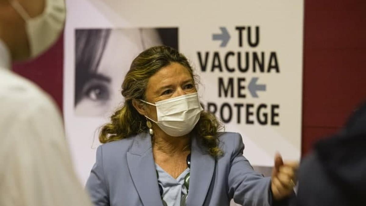 La consejera de Salud, Gotzone Sagardui, en el vacunódromo de Illunbe, en Donostia