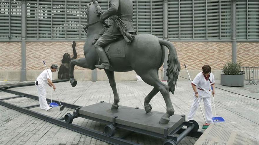 Colocan una cabeza de cerdo en la estatua decapitada de Franco en el Born